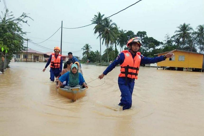 People being evacuated in Kudat, Sabah, on Dec 16, 2019.