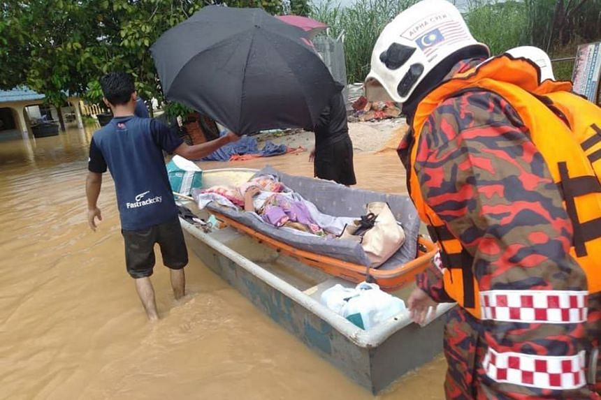 A view of the flooding at a village in Skudai, Johor. Torrential rain is forecast today for the state, as well as Terengganu and Pahang. The number of people evacuated in Johor was 9,348 as of yesterday. Personnel from the Johor Fire and Rescue Depar