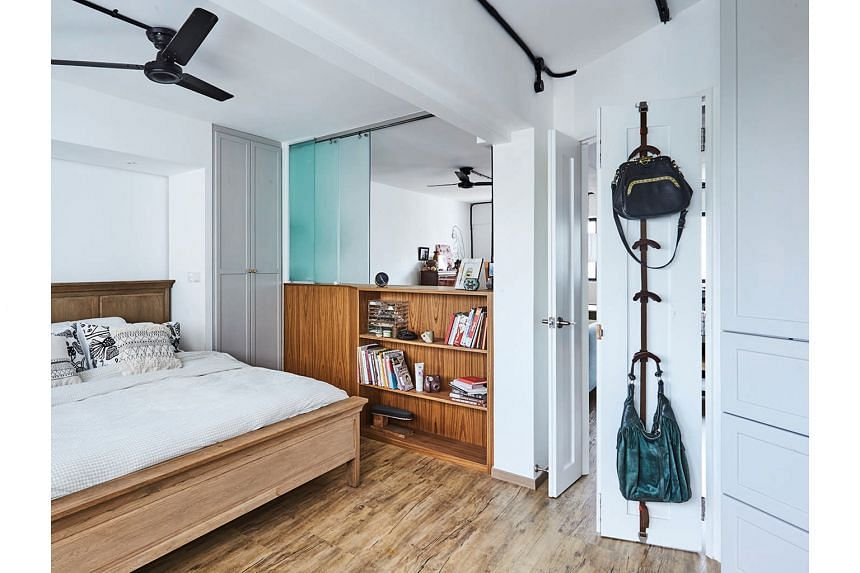 A double-sided shelf separates the bedroom from the living room (above).
