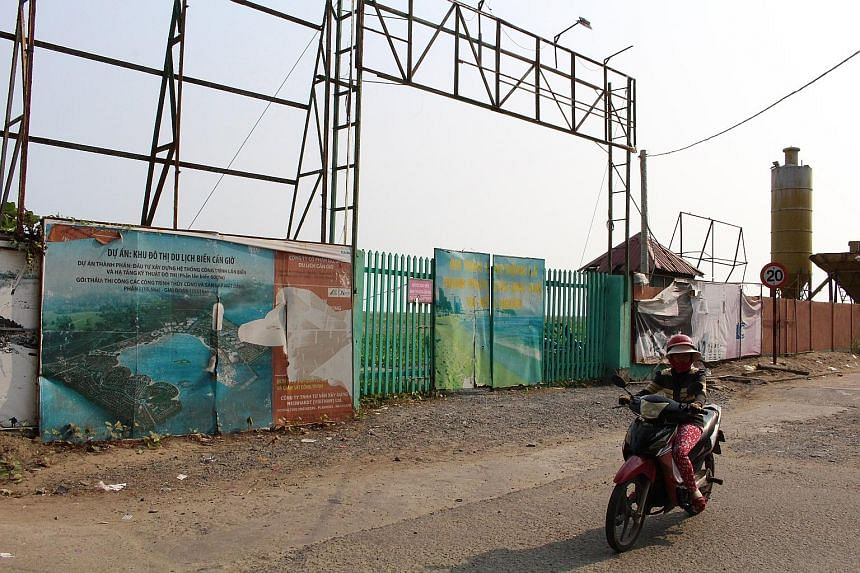 To reclaim land in Vietnam's Mekong Delta region to build Can Gio Tourist City, developer Vinhomes may need 137.6 million cubic m of sand, which environmental experts fear could be taken from riverbeds in the area, thus worsening erosion. The 2,817ha