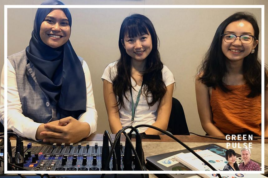 ST's environment correspondent Audrey Tan (centre) (@audreytrp) chat with environmental studies undergraduate Woo Qiyun (right) and sustainability champion Farah Sanwari (left) on environmentally-friendly resolutions for the new year.