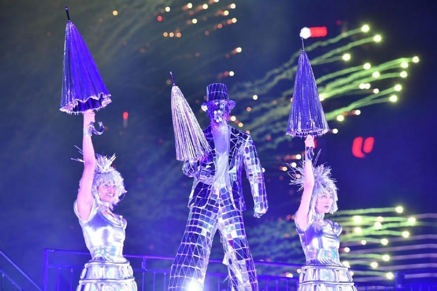 Stilt dancers entertain the audience  during the countdown.
