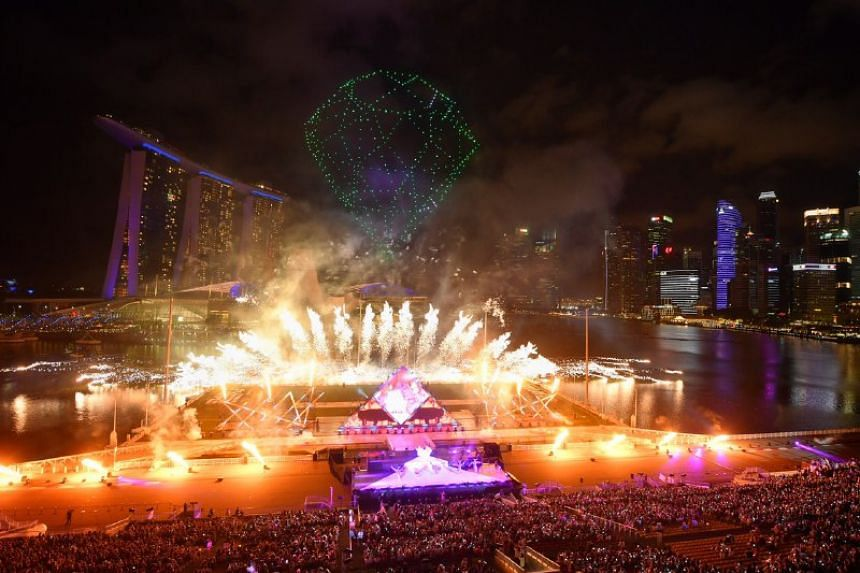 Drones forming the shape of a diamond with Star Island fireworks during the countdown.