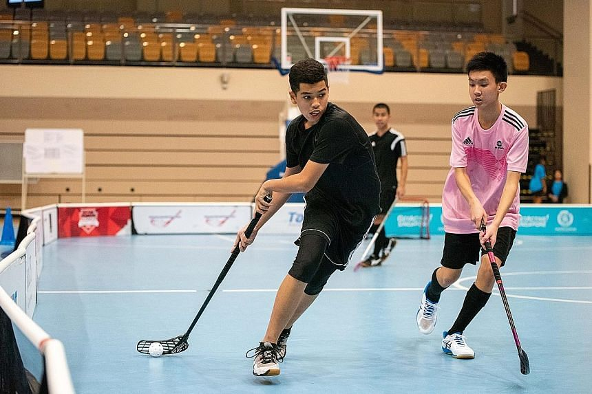 The floorball fraternity gathered to wrap up the year with the ActiveSG Floorball Showdown - the Final Battle 2019, a 3v3 floorball tournament, at Our Tampines Hub yesterday. The competition returned for the second year running and saw 415 players fr