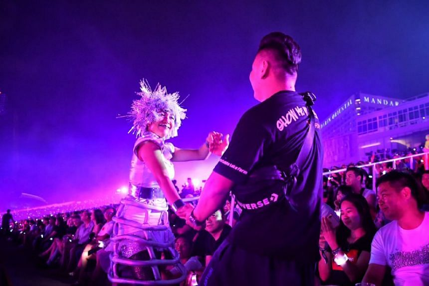 A performer dances with a member of the audience during the countdown.