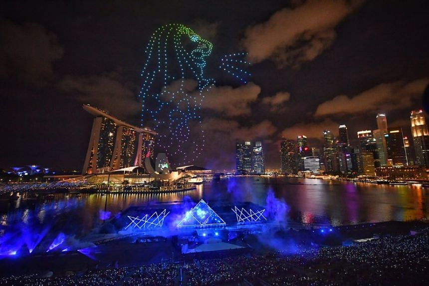 Drones forming the shape of a Merlion during the countdown.