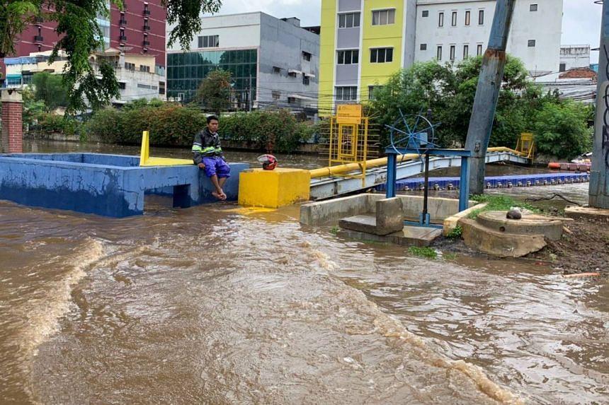 Flooding in central Jakarta near Gunung Sahari, on Jan 1, 2020.