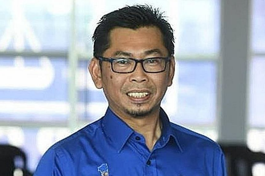 Sabah Umno yesterday named a former Sabah assemblyman, Datuk Mohamad Alamin, 47, as its candidate for the Jan 18 by-election. Mr Mohamad is Umno Kimanis' division chief.