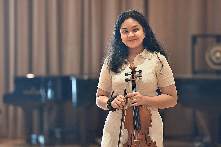 School of the Arts student Farrah Adystyaning Dewanti scored 41 points in the International Baccalaureate diploma exams.