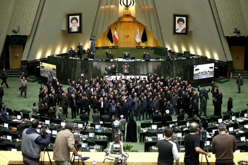 """Iranian MPs chanting """"Death to America"""" during a parliamentary meeting in Teheran on Jan 5, 2020."""