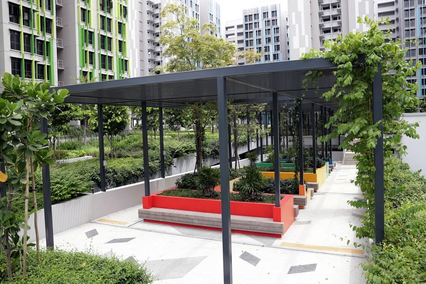 Alkaff Lakeview: A landscaped roof deck, fitted with two playgrounds and a fitness station, sits on top of the three-storey carpark.