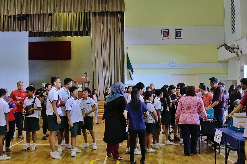 Education Minister Ong Ye Kung said that withholding a pupil's original PSLE results slip is a last resort if parents still accumulate arrears, even after steps such as getting them to apply for financial help have been taken. Every year, about 2 per
