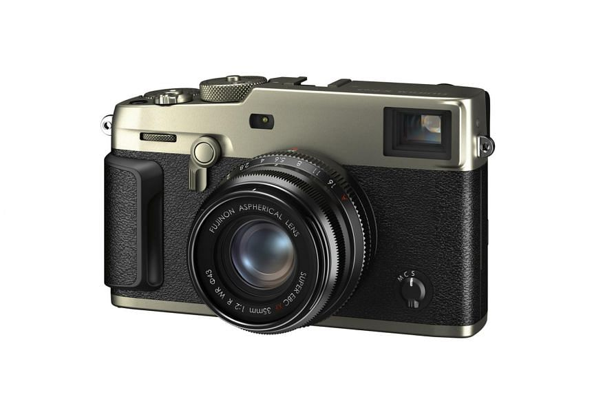 Targeted at street and wedding photographers, the X-Pro3 has the styling of a typical rangefinder.