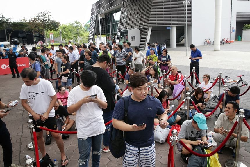 Registrants in queue for the 2020 OCBC Cycle at the OCBC Square on Jan 7, 2020.