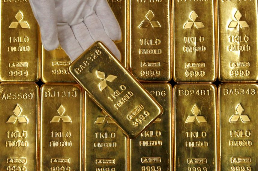 Gold bars are displayed at the headquarters of Mitsubishi Materials Corporation in Tokyo on Jan 9, 2008.