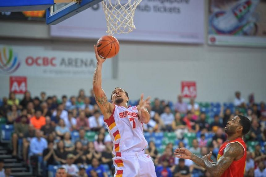 Slingers guard Marcus Elliott with the ball during the match between the Singapore Slingers and Saigon Heat on Jan 8, 2020.