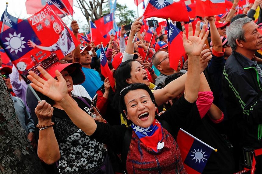 Supporters of Taiwan President Tsai Ing-wen from the ruling Democratic Progressive Party attending a campaign rally ahead of the presidential election in Changhua on Tuesday. PHOTO: REUTERS Supporters of opposition Kuomintang Party candidate and Kaoh