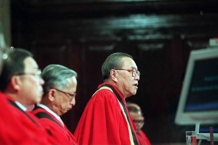 Former chief justice Yong Pung How speaking at the opening of the legal year for 2000 in City Hall, on Jan 10, 2000.