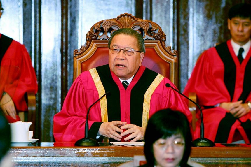 Former chief justice Yong Pung How speaking at the opening of the legal year for 2005 in City Hall, on Jan 8, 2005.