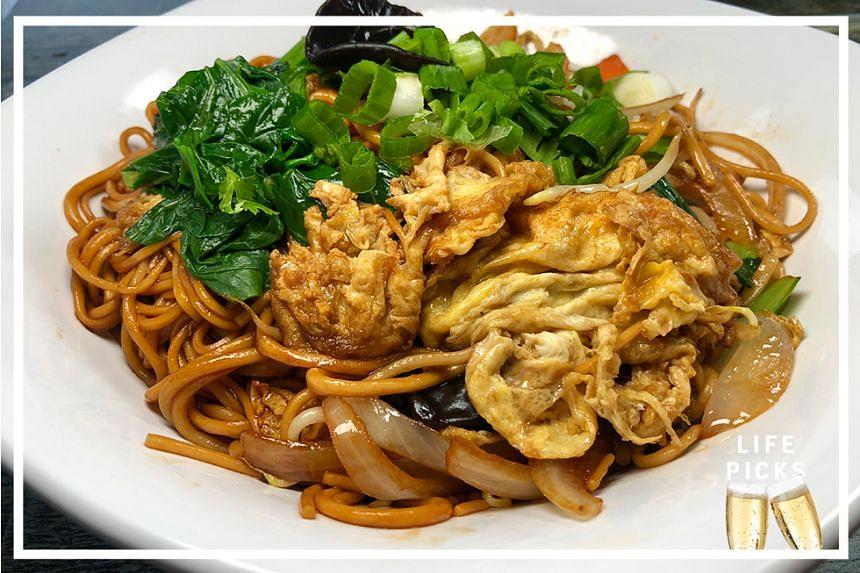 Fried Egg Noodles ($6) at Lai Jie Jia La Mian.
