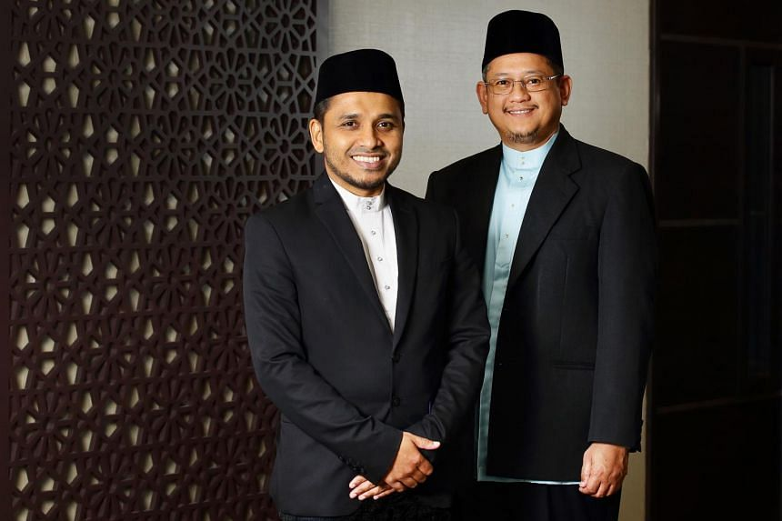 Mufti of Singapore Dr Mohamed Fatris Bakaram (right) will make way for his successor Dr Nazirudin Mohd Nasir after serving for nine years.