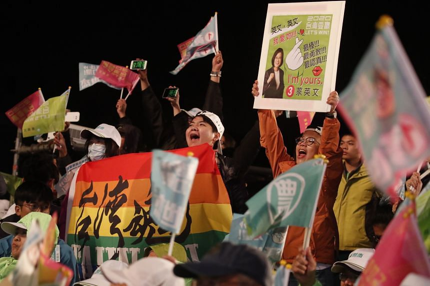 Supporters of Taiwan President Tsai Ing-wen chant slogans during an election campaign in Taoyuan city, Taiwan, on Jan 8, 2020.