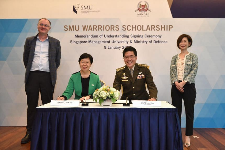 Singapore Management University (SMU) president Lily Kong and Chief of Defence Force Melvyn Ong at the signing of a memorandum of understanding for the SMU Warriors Scholarship.  The signing was witnessed by Mindef's deputy secretary (Admin) Elaine N
