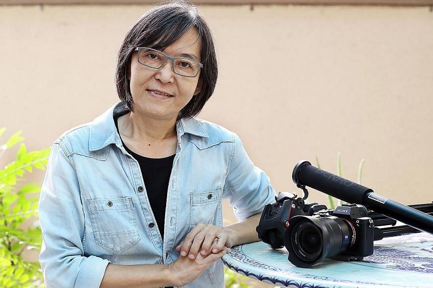 Singapore lyricist Jo Heng suffered from lymphoma and died yesterday morning.