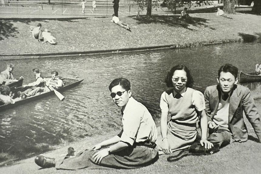 Mr Yong Pung How (left) with Mr Lee Kuan Yew and Madam Kwa Geok Choo on the banks of the River Cam in Cambridge in the summer of 1949. Mr Yong and Mr Lee became friends at university. PHOTO: NATIONAL ARCHIVES OF SINGAPORE In 1971, Mr Yong Pung How le