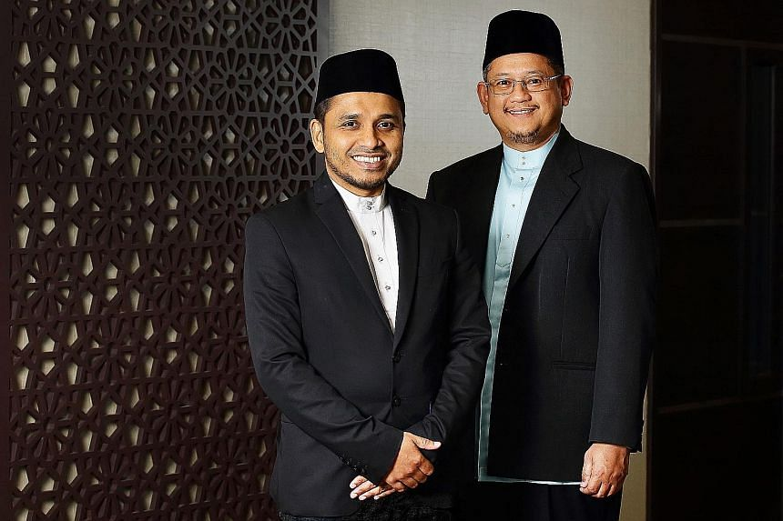 Mufti Mohamed Fatris Bakaram (right), 49, will be succeeded by his deputy, Dr Nazirudin Mohd Nasir, 43, who will be the fourth Mufti in Muis' history. PHOTO: MUIS