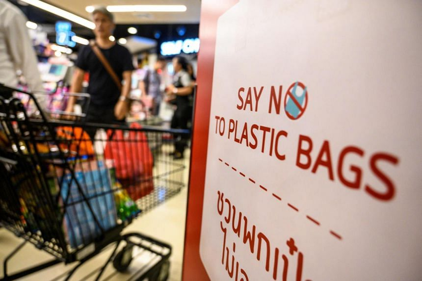 An agreement between the Thai government and major retailers across Thailand to stop providing free single-use shopping plastic bags came into effect on Jan 1, 2020.