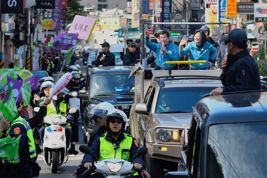 Taiwan's President Tsai Ing-wen campaigns in the Banqiao district in New Taipei City on Jan 10, 2020.
