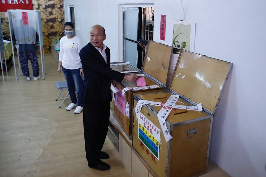 Taiwan's presidential election candidate Han Kuo-yu of the Nationalist Party casts his ballot at a polling station in southern Taiwan's Kaohsiung city on Jan 11, 2020.