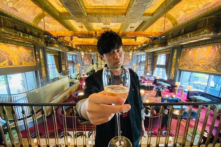 Mandopop king Jay Chou paid the bill for fans that he met at Atlas bar on Jan 11, 2020.