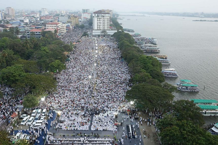 People gather for a demonstration against India's new citizenship law in Kochi, Kerala, on Jan 1, 2020.