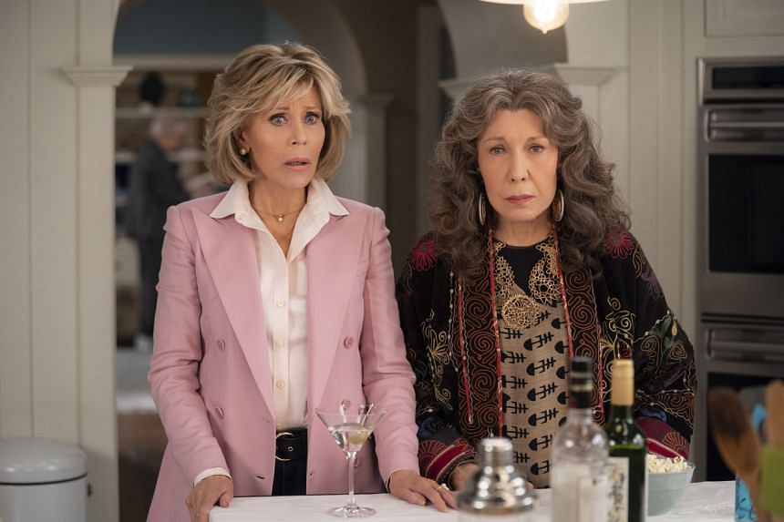Jane Fonda (left) and Lily Tomlin star in Grace And Frankie.