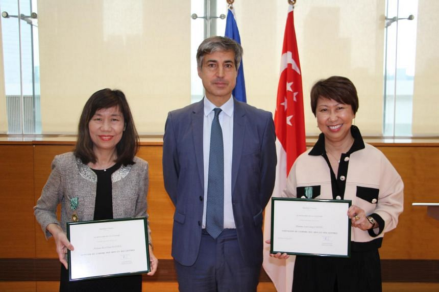Ambassador of France to Singapore Marc Abensour (centre) presenting the French Order of Arts and Letters to Ministry of Culture, Community and Youth deputy secretary for culture and National Arts Council CEO Rosa Daniel (left) and National Gallery Si