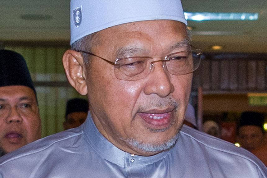 Kelantan Chief Minister Ahmad Yakob is using a brand new $198,300 Mercedes Benz S-class as his official car.