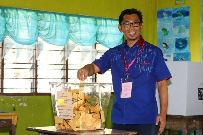Umno candidate Mohamad Alamin casting his ballot at SK Our Lady of Fatima in the Kimanis by-election on Jan 18, 2020.