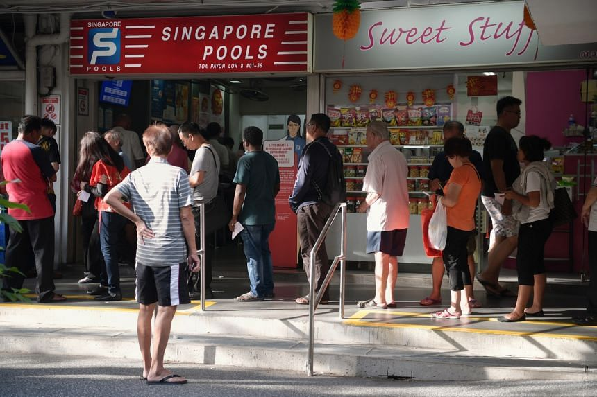 Punters queuing for the $9.9 million Reunion Draw in Toa Payoh Lorong 8, on Jan 15, 2020.