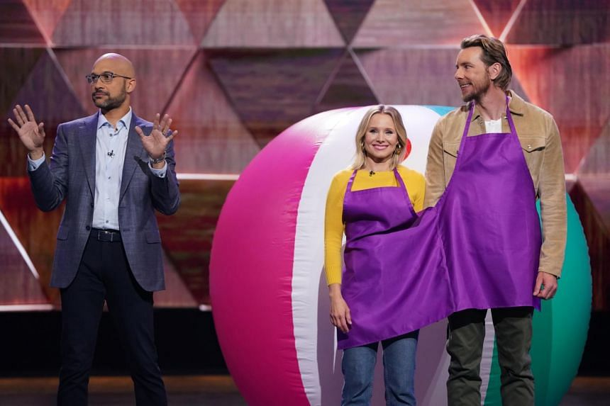 Actress Kristen Bell (centre) and her husband Dax Shepard (right) on Brain Games hosted by Keegan-Michael Key.