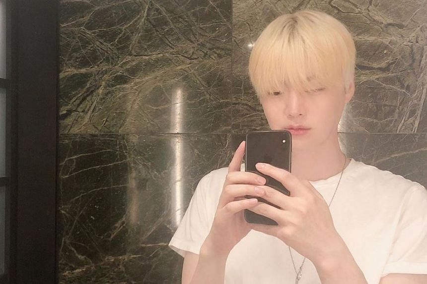 In his most recent pictures, Ahn Jae-hyun is seen with his hair dyed blond.