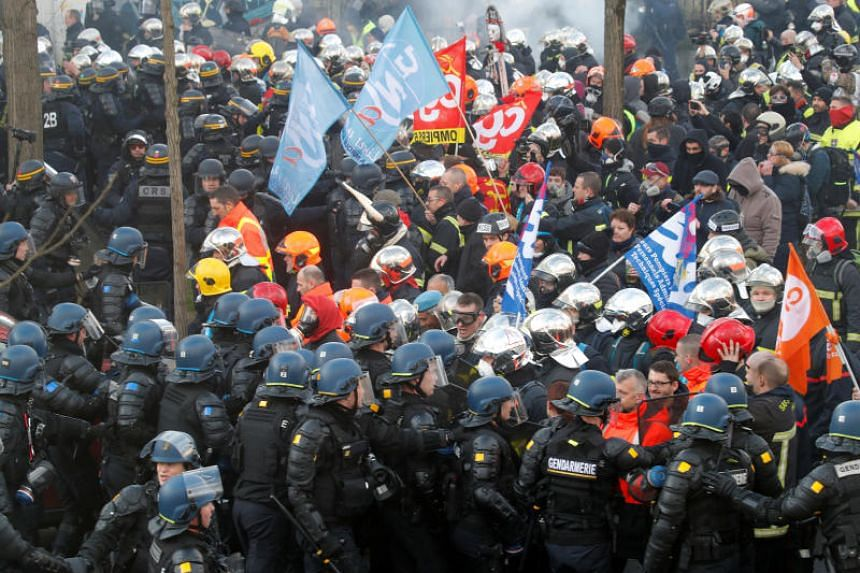 Thousands of firefighters attended the protest in the French capital on Jan 28, 2020.