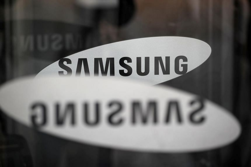 Samsung, the world's biggest memory chip and smartphone maker, reported operating profit of 7.16 trillion won (S$8.34 billion).