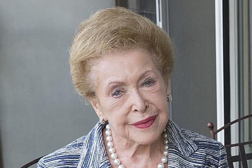 Mary Higgins Clark: Bestselling author dies aged 92