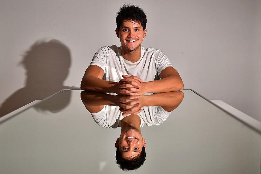 Above: After last year's struggles, a clearly more upbeat Joseph Schooling is confident he can get back to his best form for Tokyo 2020. ST PHOTO: LIM YAOHUI Left: The Olympic champion showing off his toned abs after shedding the excess kilos. PHOTO:
