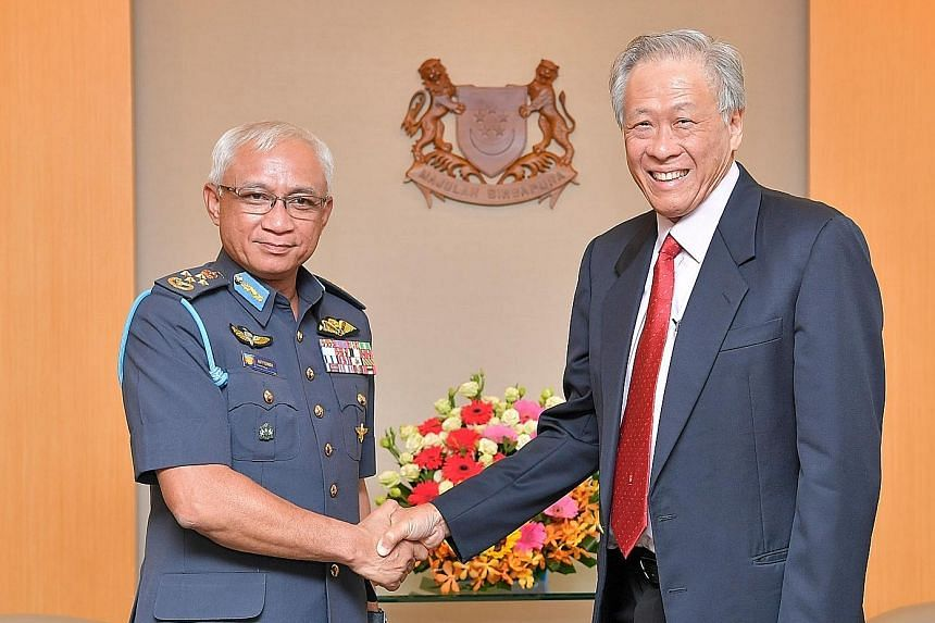 Singapore's Defence Minister Ng Eng Hen and Malaysia's General Affendi Buang yesterday reaffirmed the two countries' longstanding bilateral defence ties. PHOTO: MINDEF