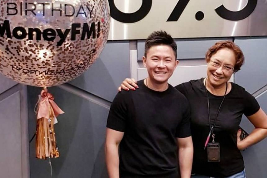 """In this Money FM podcast, hosts Claressa Monteiro and Julian Kho discuss the options for drivers who decide go """"car-less""""."""