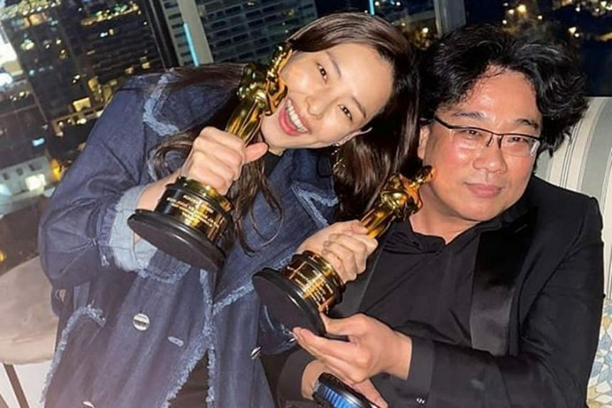 Actress Honey Lee received flak from netizens after she posted a picture with Parasite director Bong Joon-ho's while holding the Oscar statuettes Bong won.