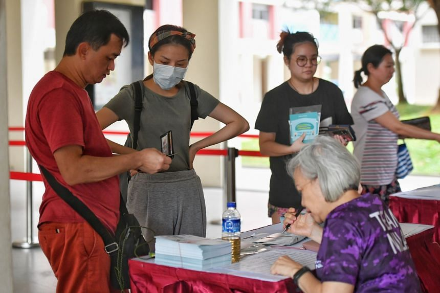 Residents collecting their masks at Toa Payoh Central Zone 4 RC, on Feb 1, 2020.